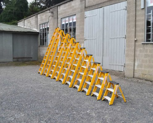 Trade Fibreglass Swingback Stepladder