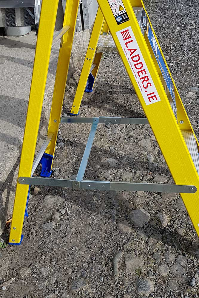 Trade Yellow Swingback Stepladder - hinges